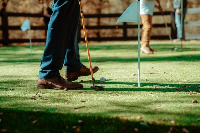 miesten golfkengät